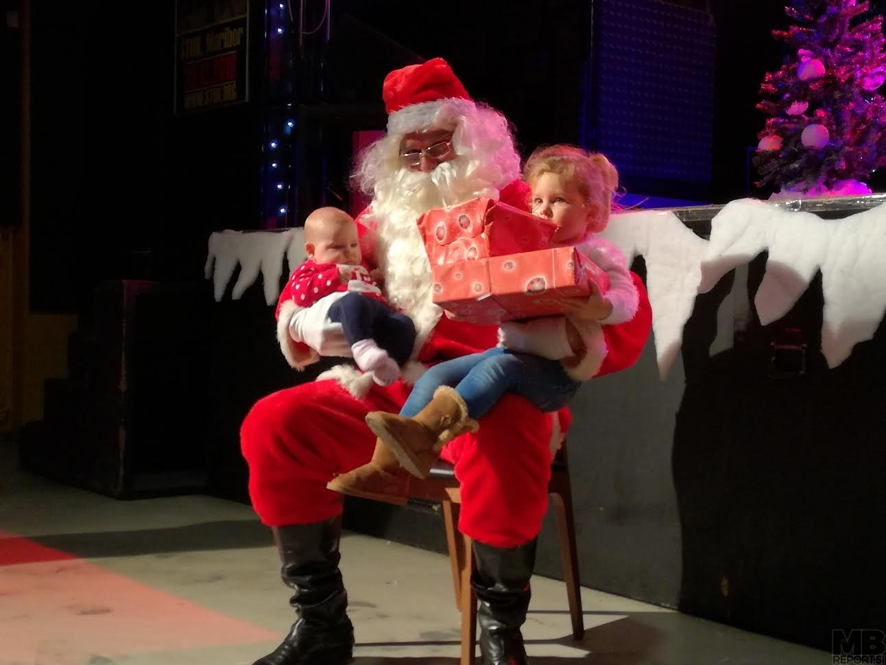 Otroci so uživali v Božičkovem naročju.