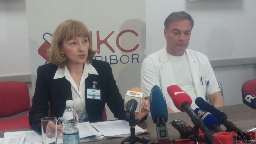 Darja Arko, strokovna direktorica UKC Maribor in Dejan Bratuša, predstojnik oddelka za urologijo.