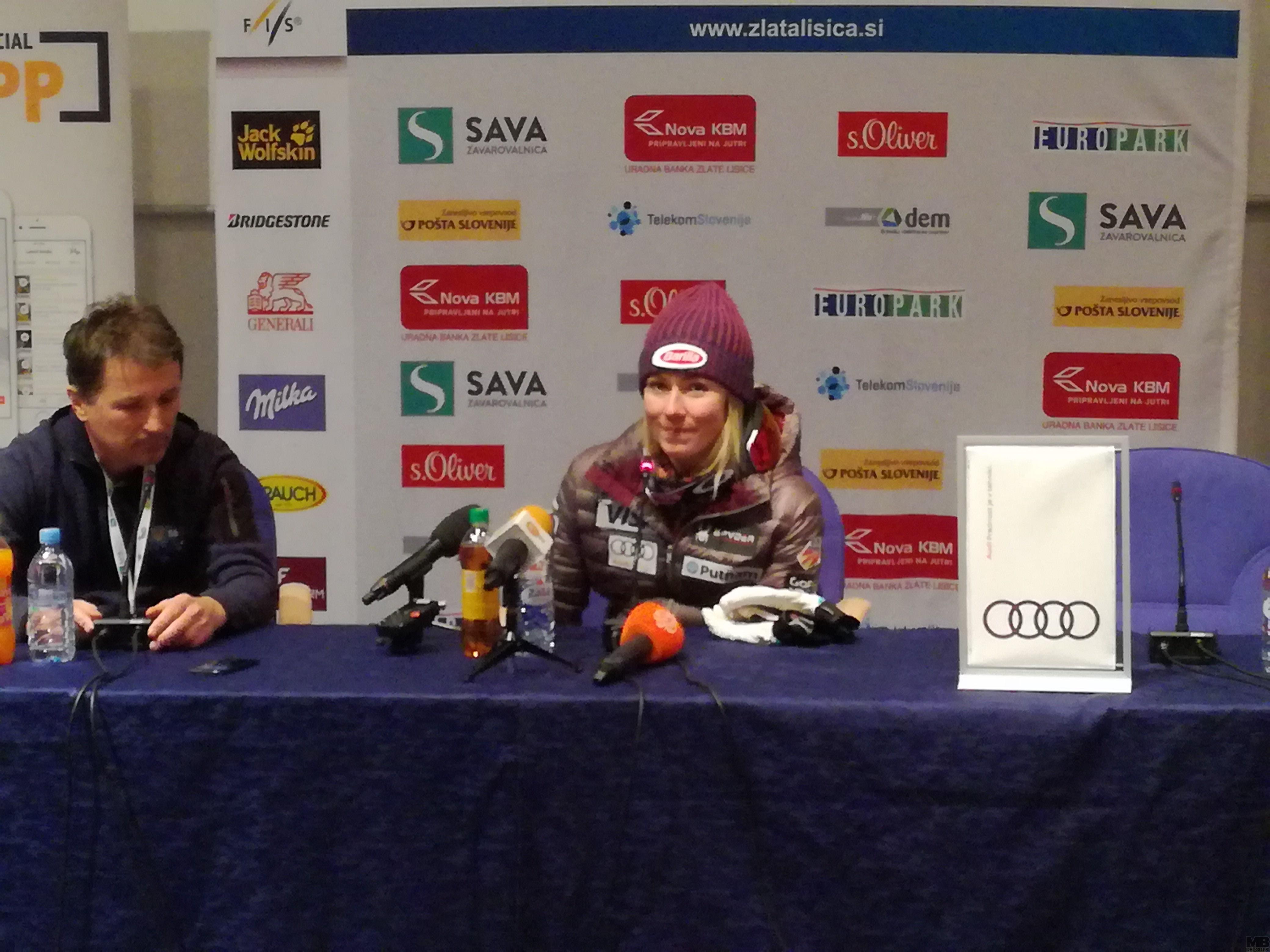 Mickaela Shiffrin na novinarski konferenci po 53. Zlati lisici.