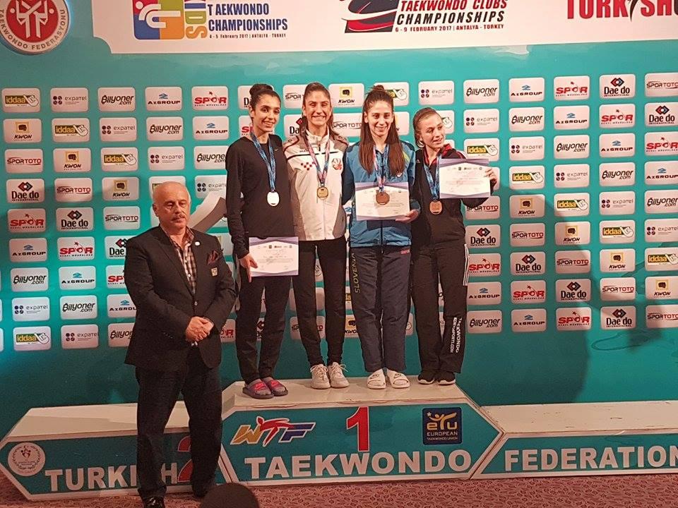 Ana Petrušić na stopničkah. Vir: WTF Slovenija